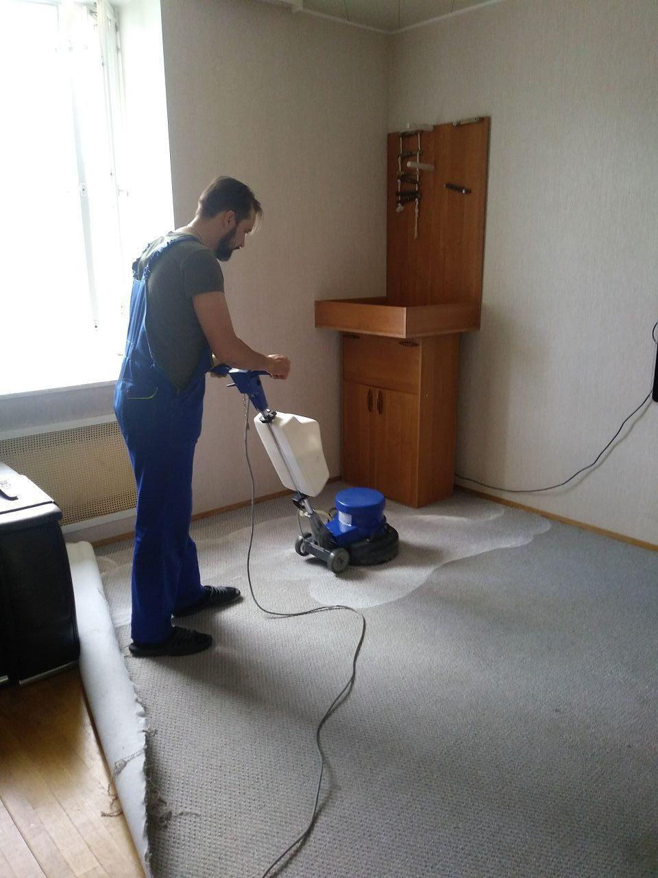 Уборка квартир и офисов от клининговой компании «Уборка тут». Химчистка мебели и мойка окон по выгодным ценам в Мурманске и области